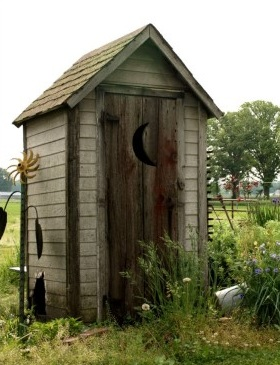 outhouse2.jpg.be89a64bc745c909bb0465751bbc5175.jpg